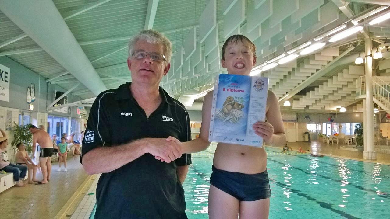 Het eerste officiele B zwemdiploma uitgereikt door Het Startblok!
